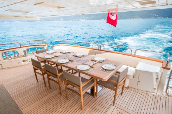 Amanecer Yacht Charters in Livepuntamita