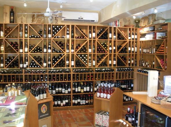 Cork & Bottle in Livepuntamita