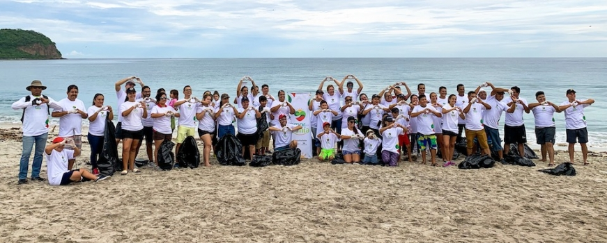 """<a href=""""http://livepuntamita.com/successful-beach-clean-up-organized-by-amor-por-bahia/""""><b>Successful Beach Clean-up organized by Amor por Bahia!</b></a><p>Amor Por Bahía is an alliance between Fundación Punta de Mita, PEACE Punta de Mita and the local community, born to recognize the effort, passion and joint work done by</p>"""