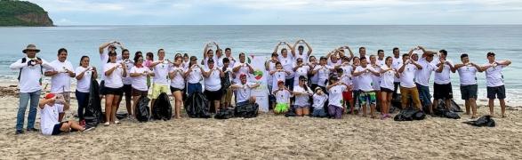 Successful Beach Clean-up organized by Amor por Bahia!