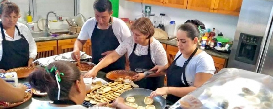 "<a href=""https://livepuntamita.com/lets-cook-together-at-centro-comunitario-del-mar/""><b>Let's cook together at  Centro Comunitario del Mar!</b></a><p>Fundación Punta de Mita invites you to learn the best Mexican recipes directly from our local women. During three monthly classes, these amazing cooks will share their family recipes and</p>"