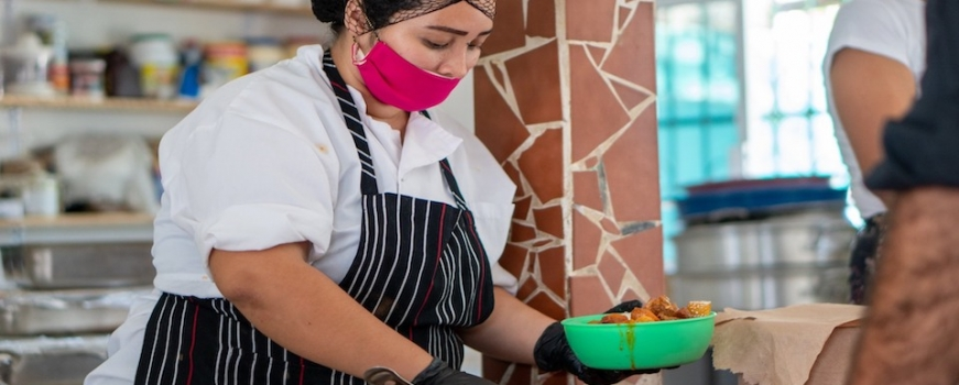 "<a href=""https://livepuntamita.com/mita-vive-ac-launches-community-kitchen-in-punta-de-mita/""><b>MITA VIVE AC launches community kitchen in Punta de Mita!</b></a><p>COVID-19 is hitting hard the entire world, it only takes 2 minutes of watching the news to feel worried and depressed, and while we are very lucky to be in</p>"